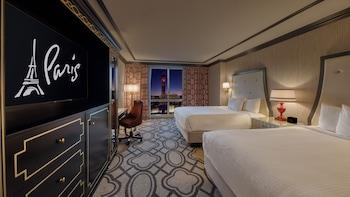 Burgundy Room, 2 Queen Beds, Smoking, Eiffel View
