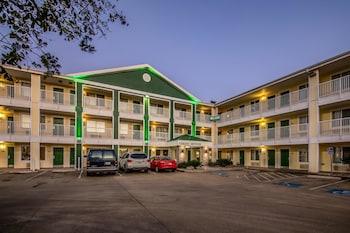 Hotel - HomeTowne Studios Austin