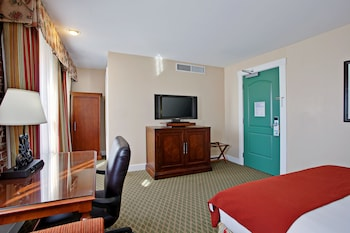 Room, 1 King Bed, Accessible (Hearing, Roll-In Shower)