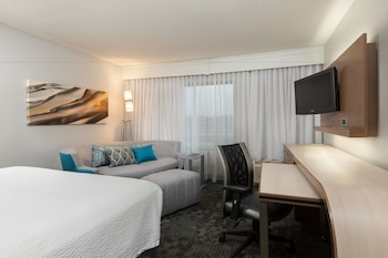 Guestroom at Courtyard by Marriott Dallas Mesquite in Mesquite