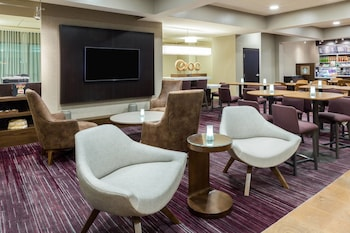 Lobby at Courtyard by Marriott Dallas Mesquite in Mesquite