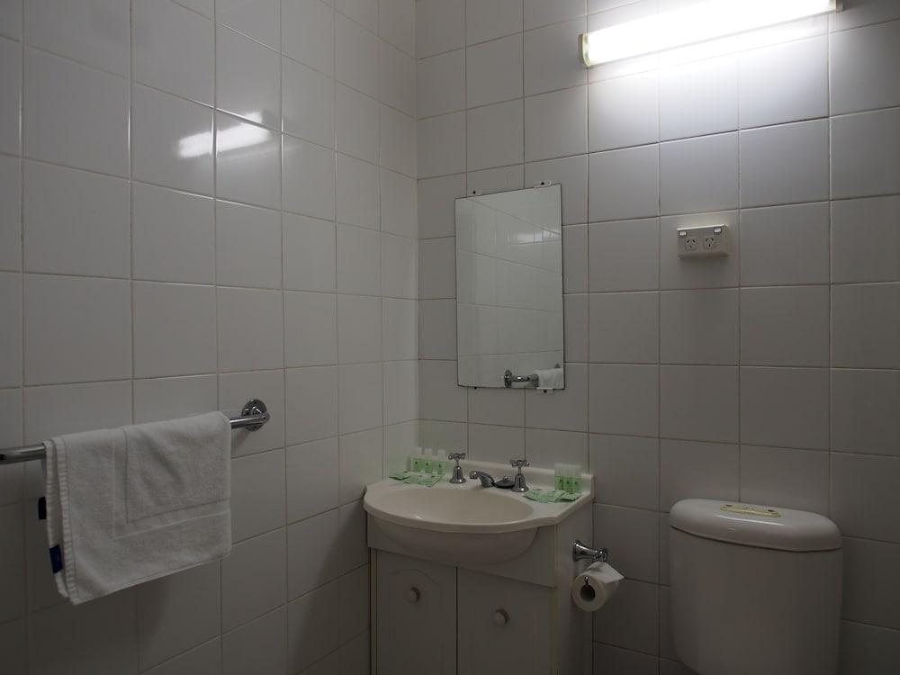 시티 크라운 모텔(City Crown Motel) Hotel Image 11 - Bathroom