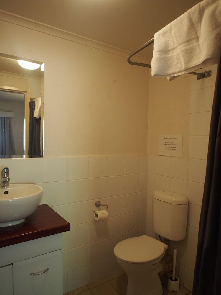 시티 크라운 모텔(City Crown Motel) Hotel Image 10 - Bathroom