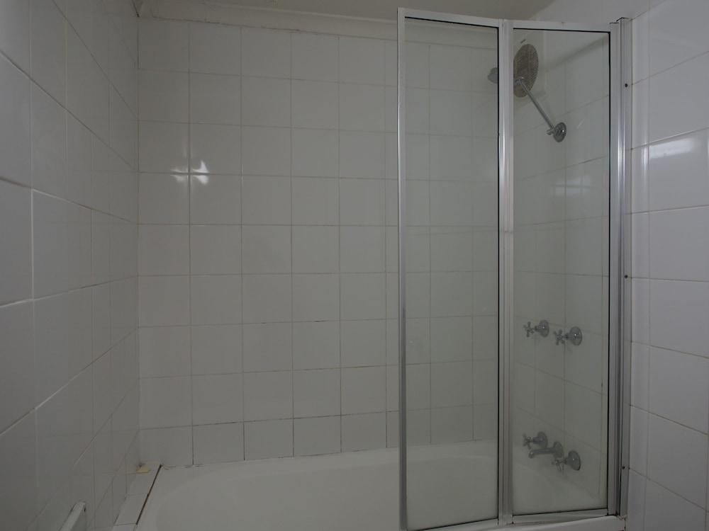 시티 크라운 모텔(City Crown Motel) Hotel Image 8 - Bathroom