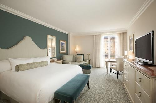 Universal's Loews Portofino Bay Hotel image 10
