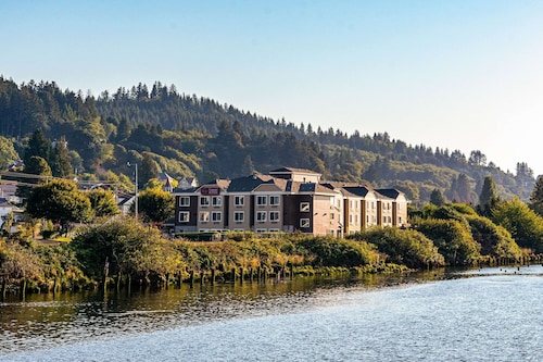 . Comfort Suites Columbia River