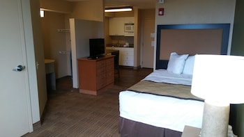 Guestroom at Extended Stay America - Phoenix - Midtown in Phoenix
