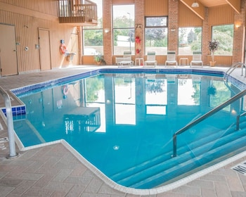 Quality Inn Grand Rapids North - Pool  - #0