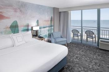 Guestroom at Courtyard by Marriott Virginia Beach Oceanfront South in Virginia Beach