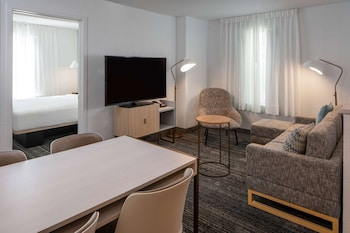 Superior Suite, 1 Queen Bed with Sofa bed, Accessible (Mobility/Hearing One Bedroom)