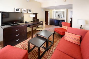 Guestroom at Courtyard by Marriott Fort Worth Downtown/Blackstone in Fort Worth