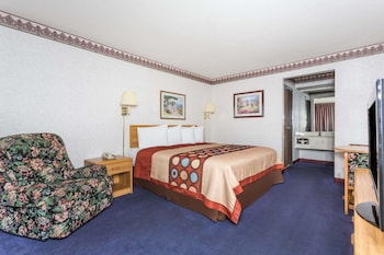 Guestroom at Travelodge by Wyndham Phoenix in Phoenix