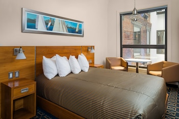 Classic Atrium Room with One Queen Bed