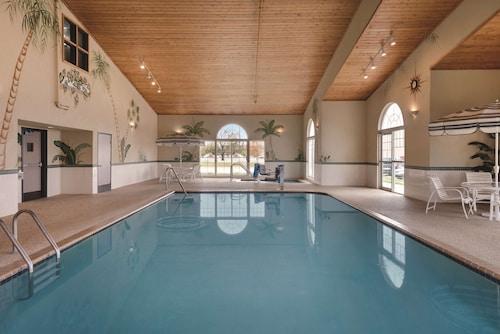 . Country Inn & Suites by Radisson, Cedar Falls, IA