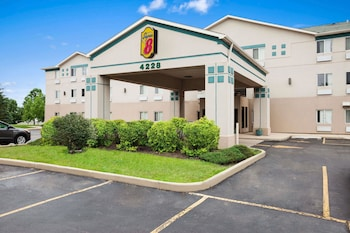 Hotel - Super 8 by Wyndham Aurora/Naperville Area