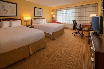 Guestroom at Courtyard by Marriott North Charleston Airport/Coliseum in North Charleston