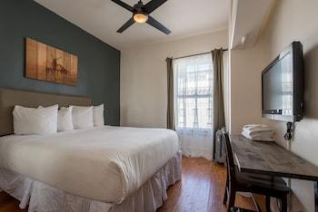 Economy Room, 1 Queen Bed, Shared Bathroom (Hallway)