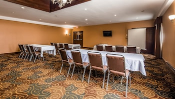 Poughkeepsie Vacations - Best Western Plus The Inn & Suites At The Falls - Property Image 1