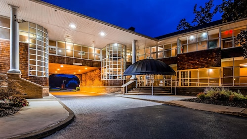 . Best Western Plus The Inn & Suites At The Falls