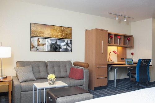 . TownePlace Suites by Marriott Indianapolis Park 100