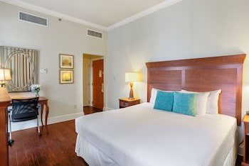Traditional Room, 1 King Bed, Accessible