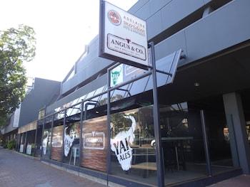 Adelaide Meridien Hotel & Apar..