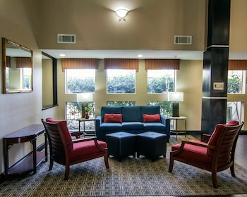 Lobby Sitting Area at Comfort Inn & Suites Love Field - Dallas Market Center in Dallas