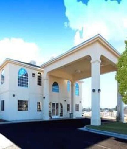 . US Travelers Inn & Suites