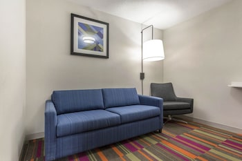 Suite, 2 Queen Beds, Accessible (Mobility Tub)