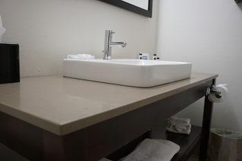 Country Inn & Suites by Radisson, Lake Norman Huntersville, NC - Bathroom  - #0