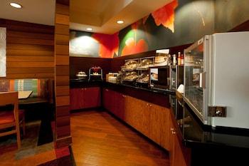 Restaurant at Fairfield Inn By Marriott Savannah Airport in Savannah