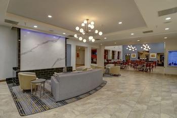 Lobby Sitting Area at Hampton Inn Tropicana in Las Vegas