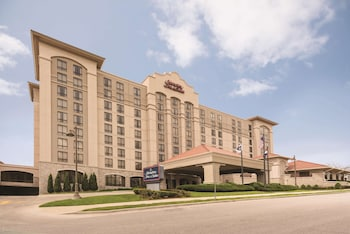 堪薩斯城鄉村俱樂部歡朋套房飯店 Hampton Inn & Suites Kansas City-Country Club Plaza
