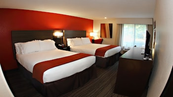 Standard Room, 2 Queen Beds, Accessible (Mobility Roll-In Shower)