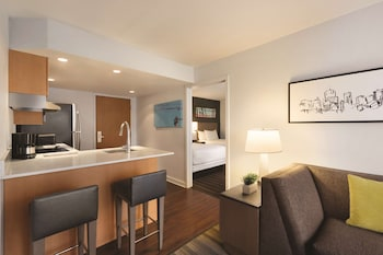 Suite, 1 Bedroom, Accessible, Bathtub (1 Queen Bed & 1 Sofabed)