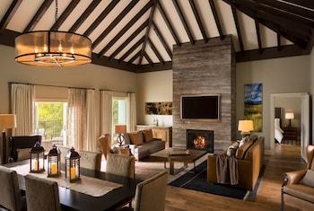 Suite (Villa Briscoe)