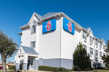 Exterior at Motel 6 Fort Worth - Burleson in Fort Worth