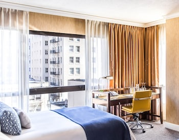 Premium Room, 1 King Bed, Corner