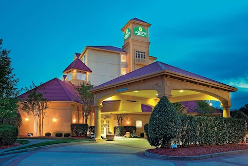 . La Quinta Inn & Suites by Wyndham Winston-Salem