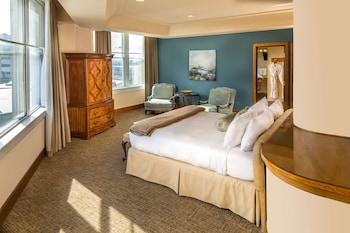 Grand Suite, 1 King Bed with Sofa bed, Non Smoking