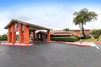 Hotel - Quality Inn & Suites I-35 - near ATT Center