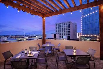 沃斯堡市中心希爾頓大使套房飯店 Embassy Suites by Hilton Fort Worth Downtown