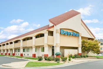 Days Inn by Wyndham Overland Park