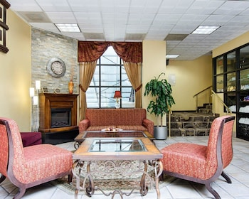 Lobby at Comfort Inn University Center in Fairfax