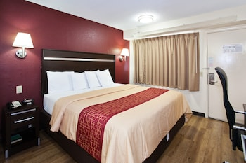 Standard Room, 1 King Bed, Accessible (Smoke Free)