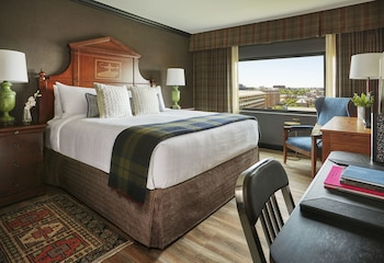 Deluxe Room, 1 King Bed, City View (Graduate Deluxe King)