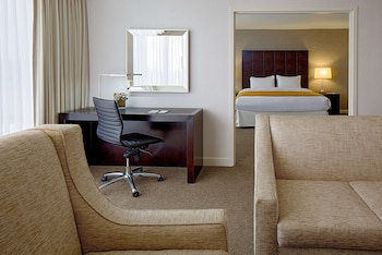 Deluxe Suite, One King Bed