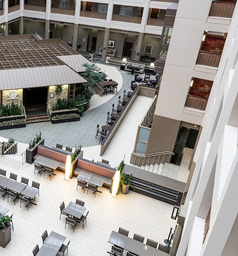 . Embassy Suites by Hilton Chicago North Shore Deerfield