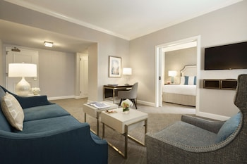 Deluxe Suite, 1 King Bed with Sofa bed, City View