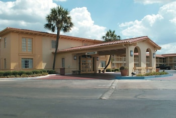 Hotel - La Quinta Inn by Wyndham San Antonio South Park